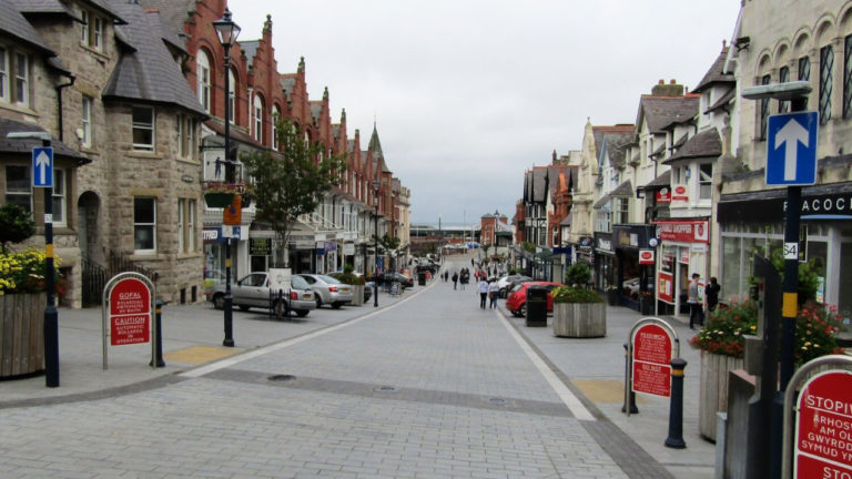 £10,000 grants to help fill empty shops in struggling Welsh high streets